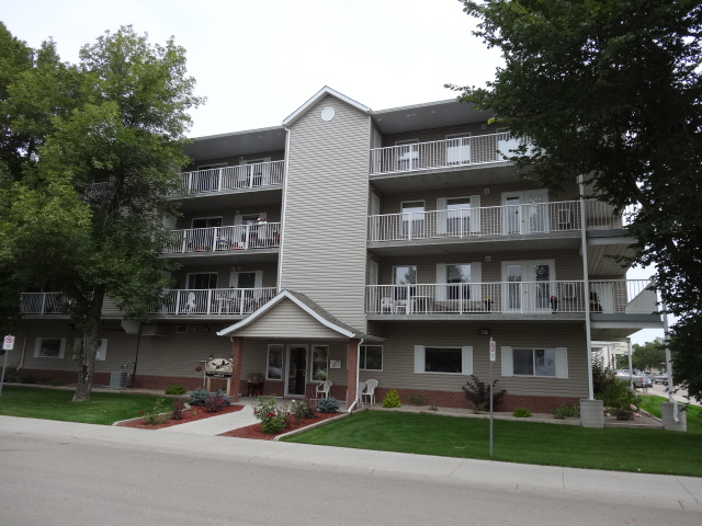 #New Price !!! # 203- 2006(Condo) 7th street Rosthern